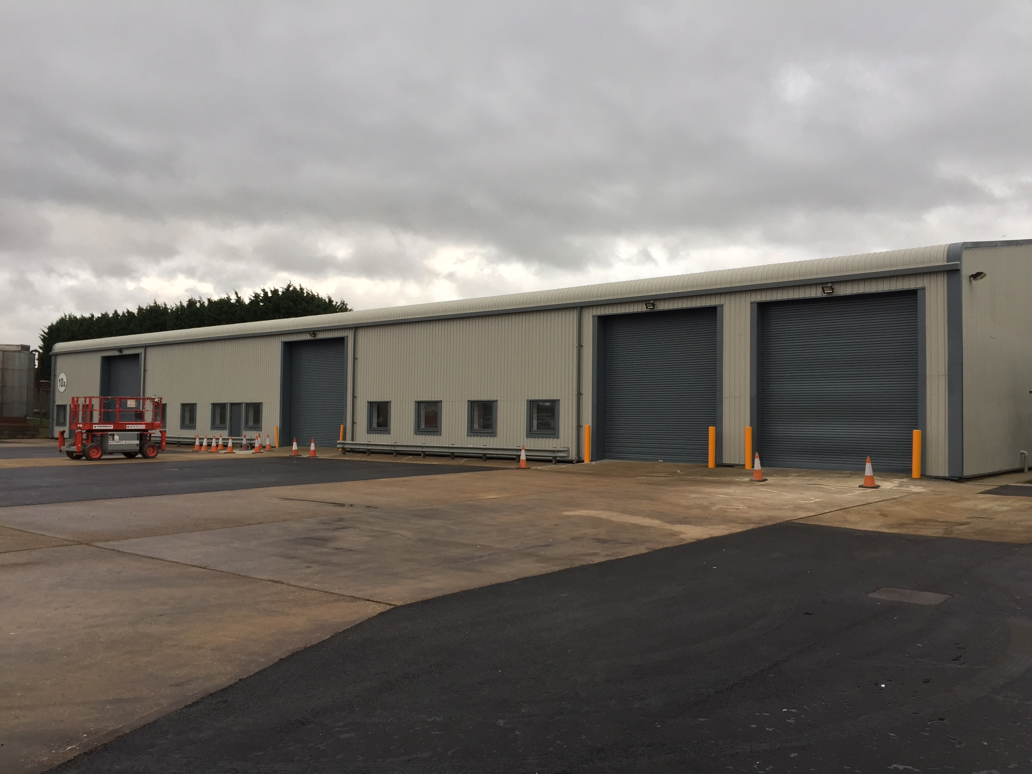 Refurbished warehouse To Let